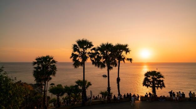 レムプロンテップ岬、タイのプーケットの美しい風景アンダマン海