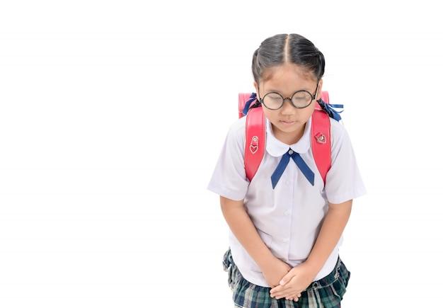 Милая девушка студент делает лук изолированные