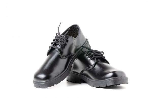 白で隔離される新しい革学生靴