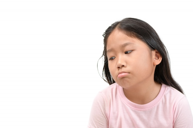 かわいいアジアの学校の女の子は退屈して疲れています(退屈)