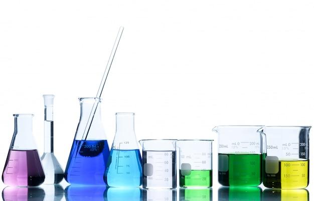 フラスコと分離された実験室での科学実験のための測定ビーカー