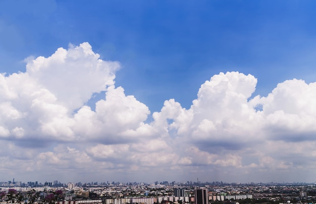 Город бангкока (таиланд) с красивым небом.