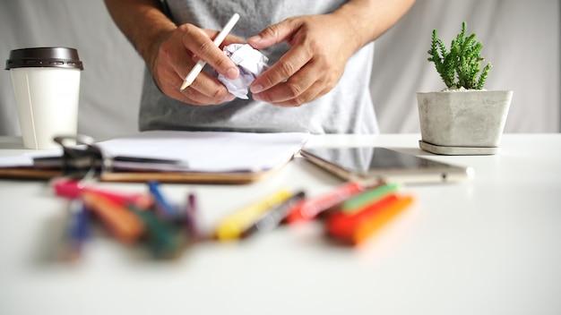 Новая идея концепции, инновации и креативность