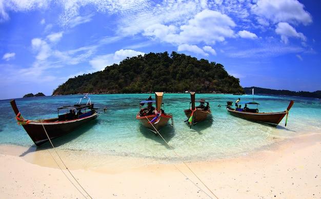 Пляжный пейзаж. ко липе в сатуне, таиланд