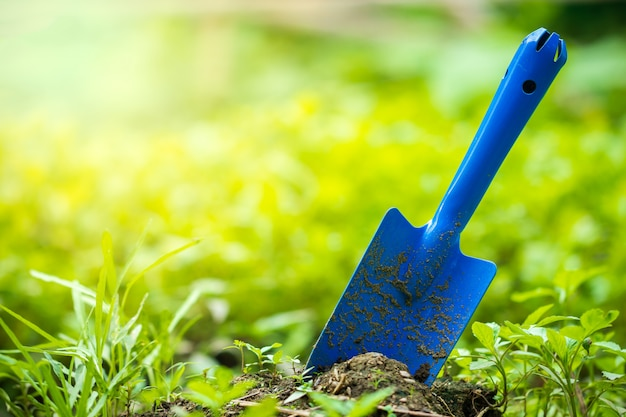 庭の園芸工具および菜園