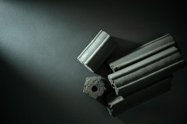 Углерод активирован. бамбуковый уголь, сжатый в темноте