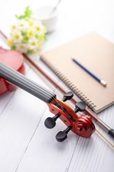 バイオリンヘッドストックオーケストラインストゥルメンタル