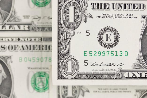 ドル札、現金山の背景。