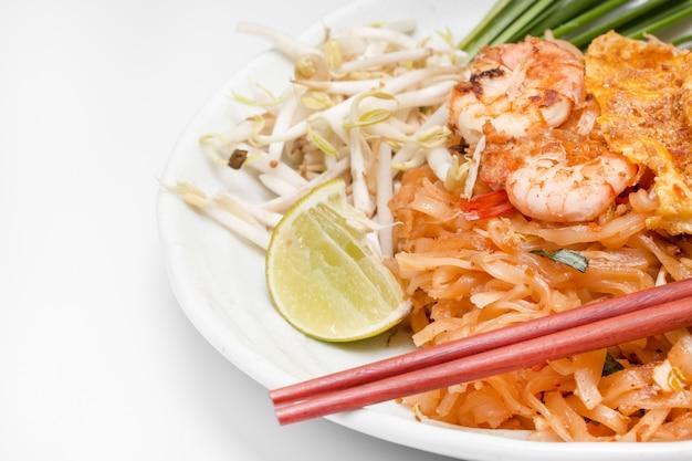 パッドタイ(タイの郷土料理)。