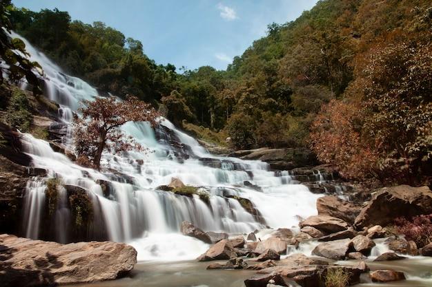 チェンマイ、タイ-美しいシーンでメイヤ滝。