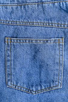 デニムジーンズのポケットを閉じる