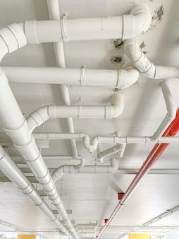 マンションで多くの配水管