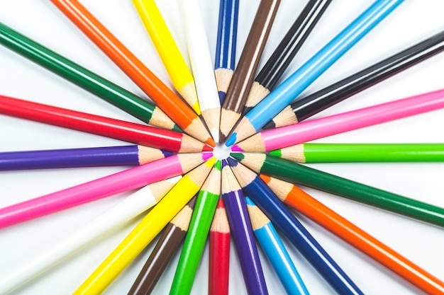 白い木の鉛筆