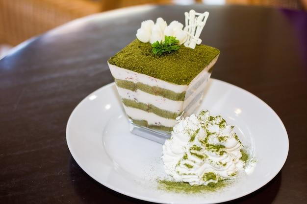 緑茶ティラミス、緑茶パウダー、ミントリーフ