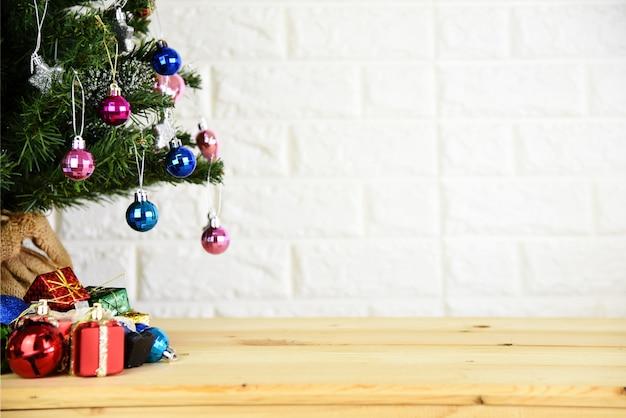 クリスマスツリーの背景と新年の背景