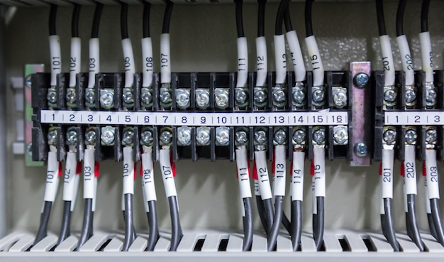 制御室の電気制御盤のコントロールパネル。