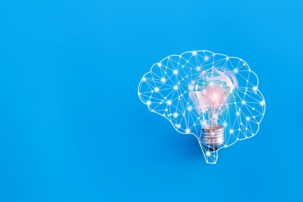 脳とランプ、素晴らしいアイデアと革新のコンセプト。