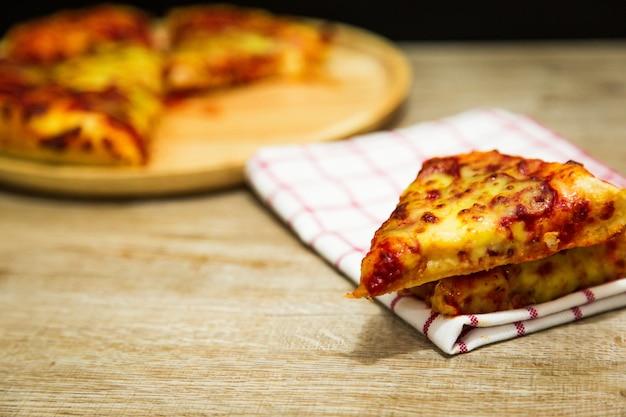 ペッパーノとアメリカンピザ。