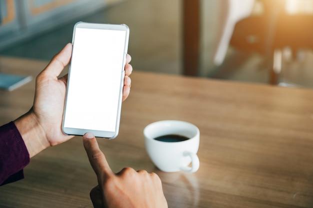 空白の画面技術を搭載したモックアップ携帯電話。