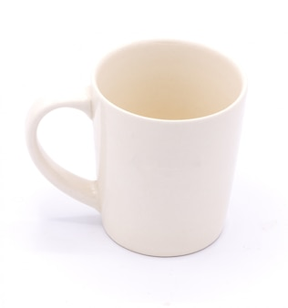 白い背景の上のコーヒー・マグ