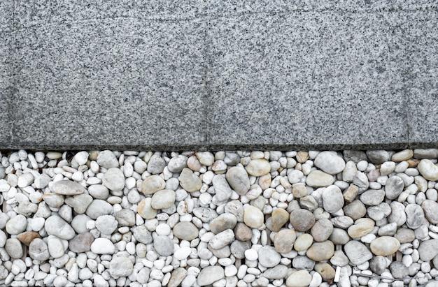 プールの背景の大理石と砂利の床