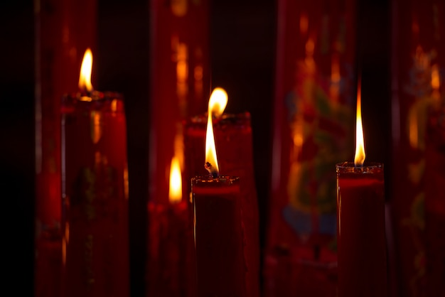 Поклонение свечам на черном