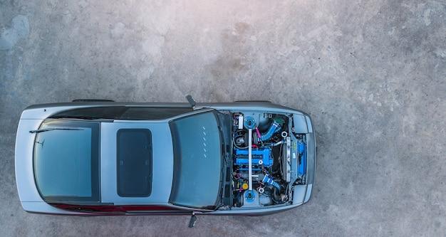トップビュースーパーカーエンジンが開きます。