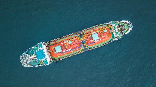 航空機のトップビューのタンカー船、タンカー輸入輸出ビジネス
