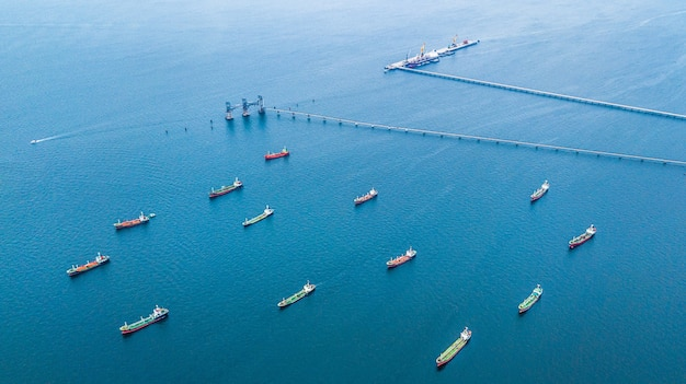 航空港の油タンカー船とガスタンカー船に積み込む港。