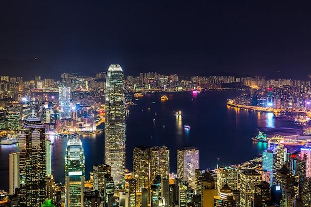 夜のザピークからの香港シティービュー、夜のビクトリアピークからのビクトリアハーバービュー、香港。