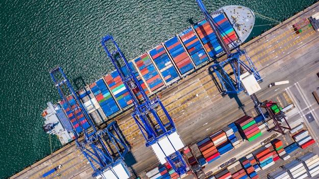 Погрузка и разгрузка контейнеровоза в глубоководном порту