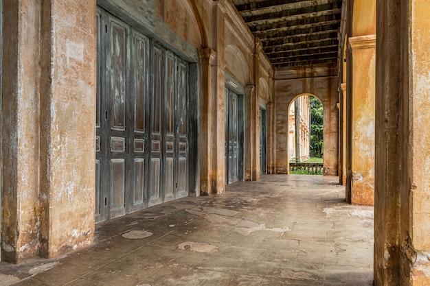 コロニアル様式の古い建物、旧植民地時代の建物。