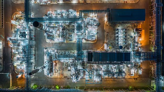 空撮石油精製所、精製所、夜の精製所の工場。