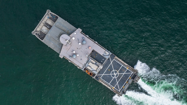 公開した海、空撮水陸両用船輸送の空撮海軍軍用船。
