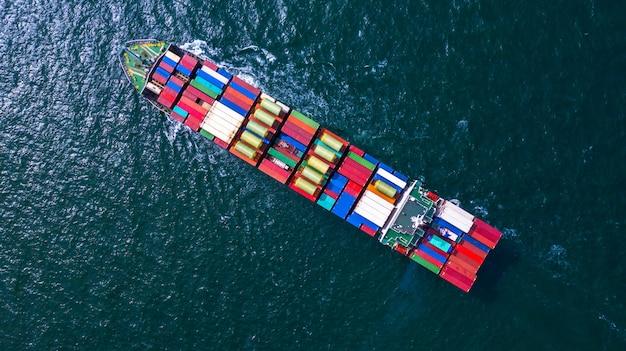 ビジネス貨物の輸入および輸出用のコンテナを運ぶコンテナ貨物船。