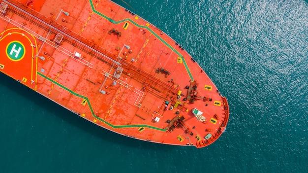石油タンカー船、赤い石油タンカー船の空撮。