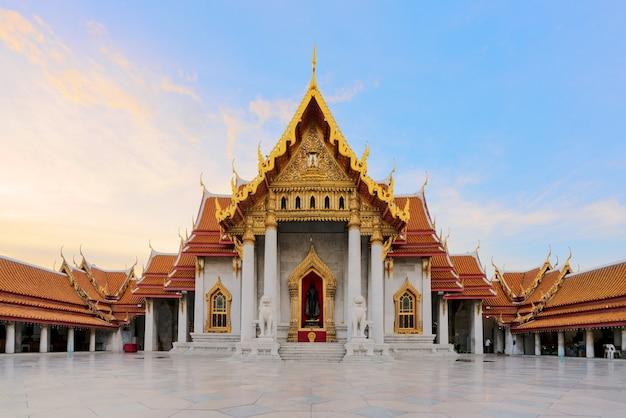 Мраморный храм бангкока, таиланд.