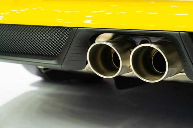 新車の排気ガス