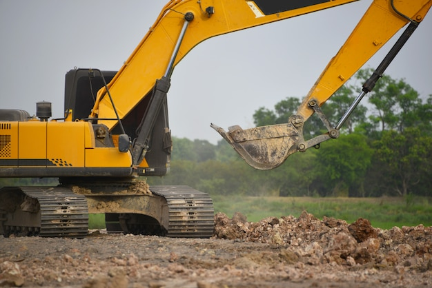 建設現場での掘削工事