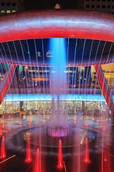 富の噴水でライトショー、それはサンテックシティ、シンガポールで有名な場所です