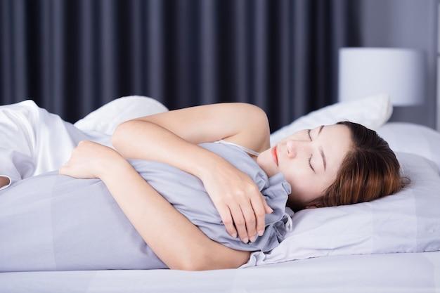 寝室、ベッド、ベッド、枕、枕