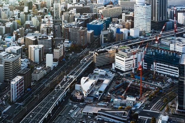 Трафик и город в иокогаме, япония