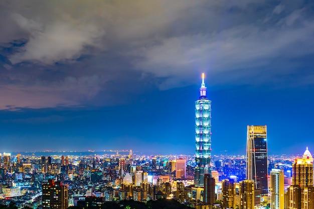 夜、台湾の台北市