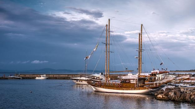 ブルガリア、ネセバルの遊覧船