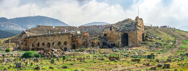 Древний театр иераполис в памуккале, турция