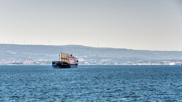 トルコ、チャナッカレ近くのダーダネル海峡
