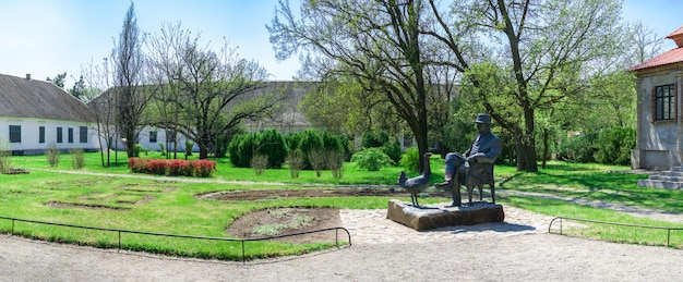Памятник основателю заповедника аскания-нова