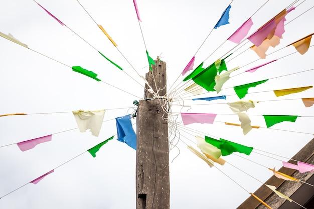 タイの古代祭りの旗がカラフル。