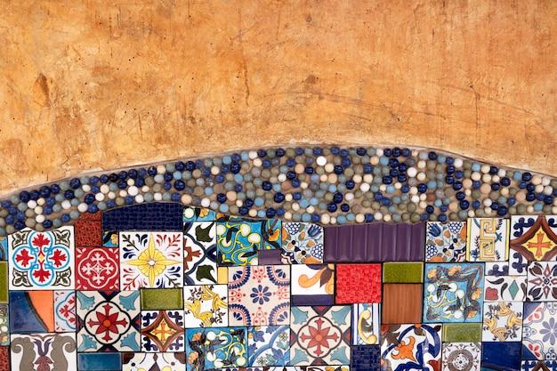 Старая стена апельсина с плиткой. чердак старая стена. текстура фон. старинные настенные декоративные.