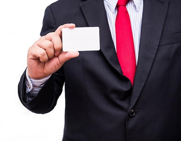 ビジネスカードを表示している男の手
